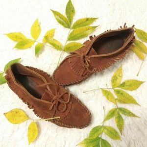 Minnetonka Low Fringe Suede Moccassin Shoes
